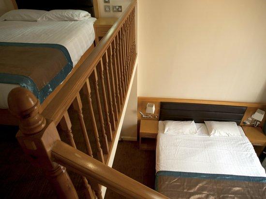 Cromwell International Hotel : Family Room