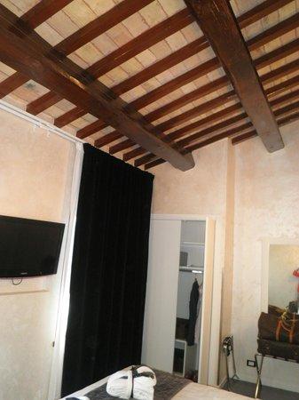 Pantheon Royal Suite: room