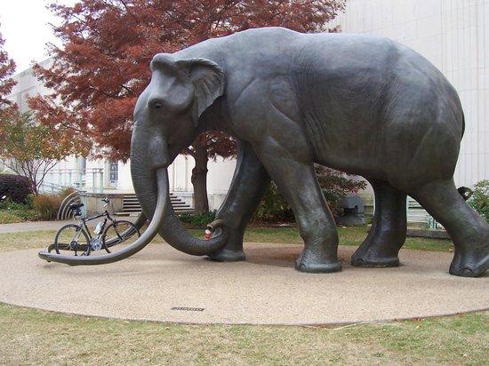 Fair Park: Impressive statute