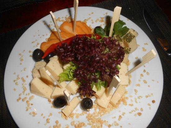 Piejura: Excellent cheese platter starter