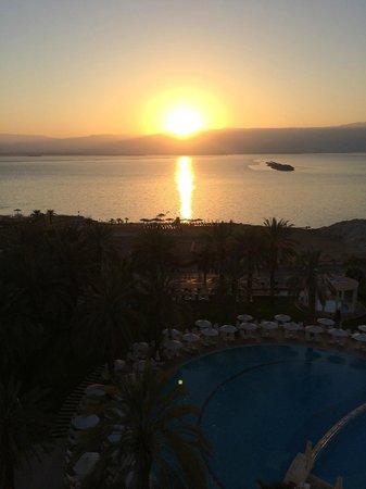 Isrotel Dead Sea Hotel & Spa: восход