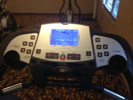 Holiday Inn Express Hotel & Suites: Treadmill