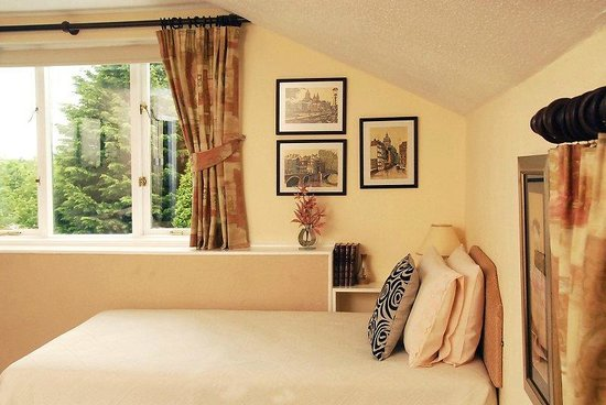 Beech Hill House: Room 2 - spacious en-suite room