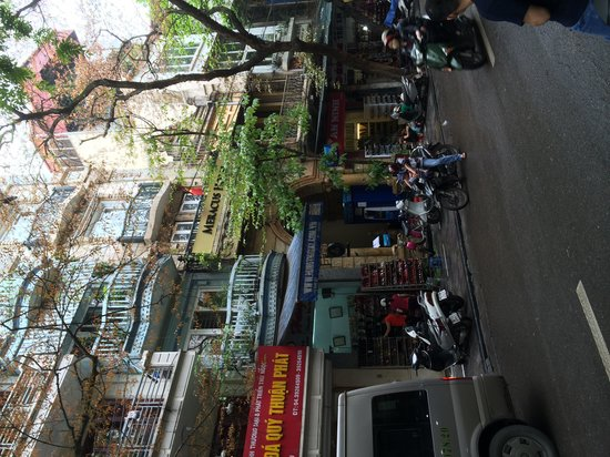 Hanoi Meracus Hotel 1: Hotel front.  Difficult to find.