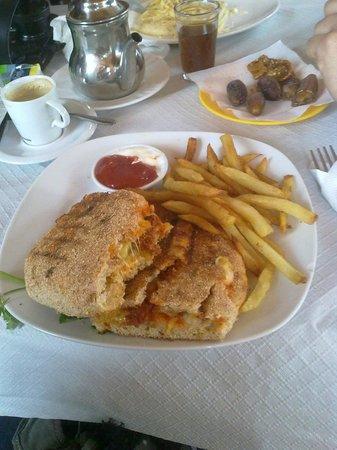 Restaurant Morisco: Panini KEFTA, как оно выглядит в живую. Впрочем это вкусно и питательно