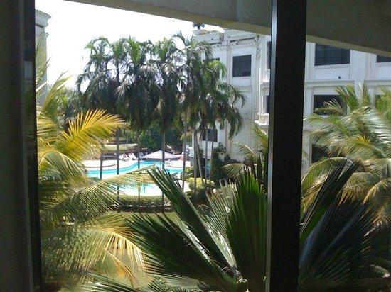 Le Royal Meridien Chennai: pool at the back