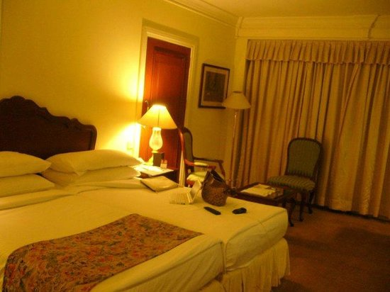 Le Royal Meridien Chennai: Beds in the room (quite old)
