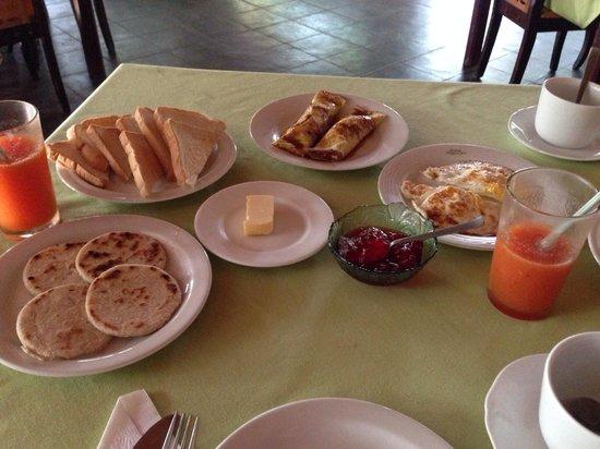 Grand Regent Holiday Resort: Breakfast
