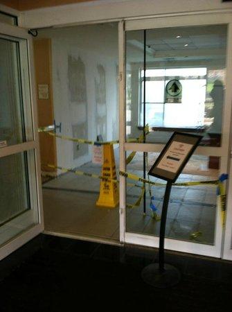 Residence Inn Philadelphia Conshohocken: Welcoming Lobby on Day 1