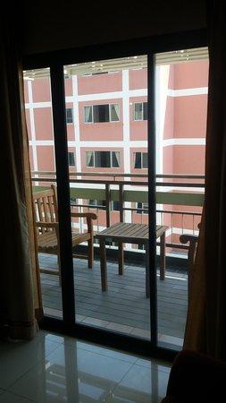 Pattaya Loft Hotel: Balcony