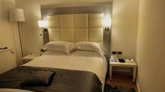 Palazzo Caracciolo Napoli MGallery by Sofitel: Comfortable double bed