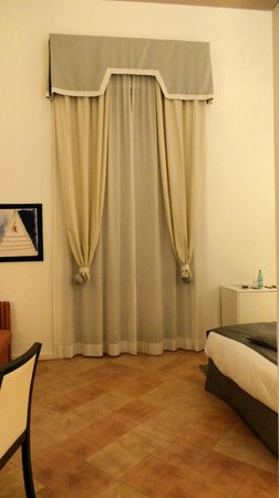 Palazzo Caracciolo Napoli MGallery by Sofitel: Quirky curtain arrangement