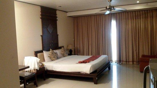 Pattaya Loft Hotel : Large room