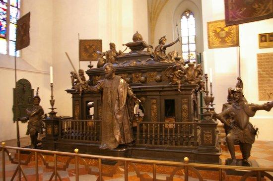 St. Michael: Túmulo de Ludwig II