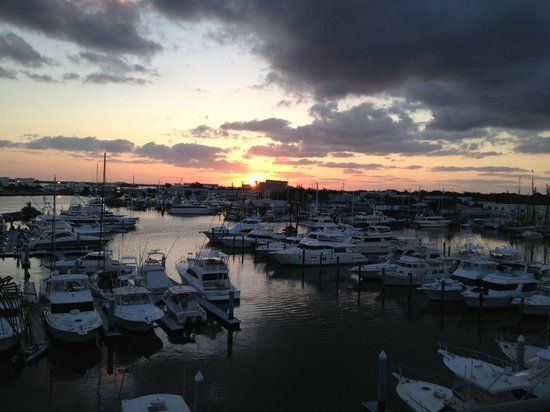 The Galleon Resort And Marina: Sunrise view from Building E