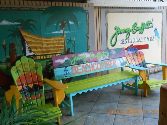 Holiday Inn Resort Waikiki Beachcomber: Jimmy Buffet's Margarittaville Lanai