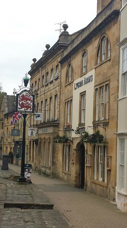 Lygon Arms Hotel: Hotel Entrance on High Street