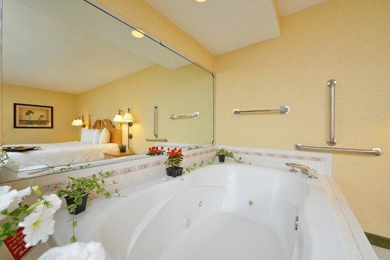 Hampton Inn Olean : King Whirlpool Suite