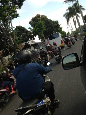 Four Seasons Resort Bali at Jimbaran Bay : Traffic in Bali is....CRAZY!!!