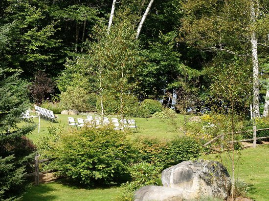 Wilson Lake Inn: Ceremony location just above lake