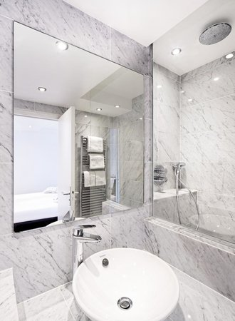 Suites Albany and Spa : bathroom of the appartment n°361 (one bedroom appartment)