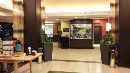 Hilton Garden Inn Fargo: More Lobby as you walk in....