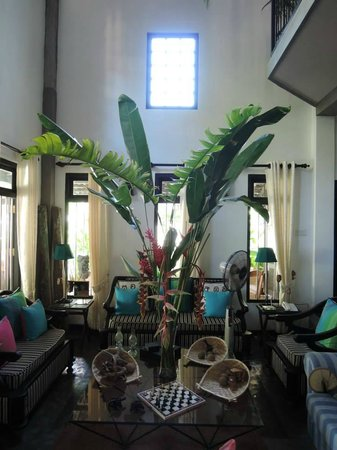 Indika's House & Tours: Living room