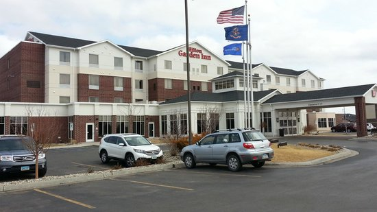 Hilton Garden Inn Fargo: Outside - Fargo is flat and Windy !