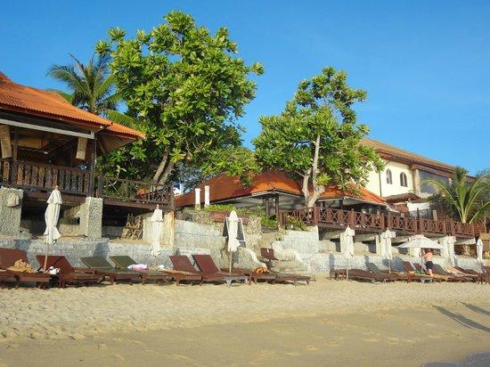 PGS Hotel Sandy Resort: Вид на ресторан отеля с пляжа