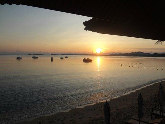 PGS Hotel Sandy Resort: Восход на пляже