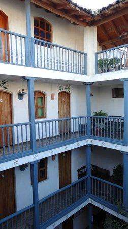 Hostal Dona Esther: les chambres autour du patio