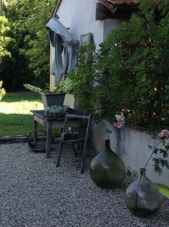 LE 17 Chambres et Tables d'Hotes: Notre jardin au 17
