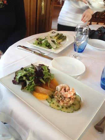 Restaurant La Marquiere: Sparragus (left) and trout tartare!