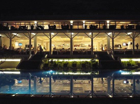 Cinnamon Citadel Kandy : Dining on the terrace