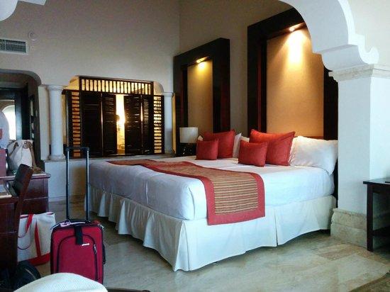 Paradisus Palma Real Golf & Spa Resort: Royal Services double King bed