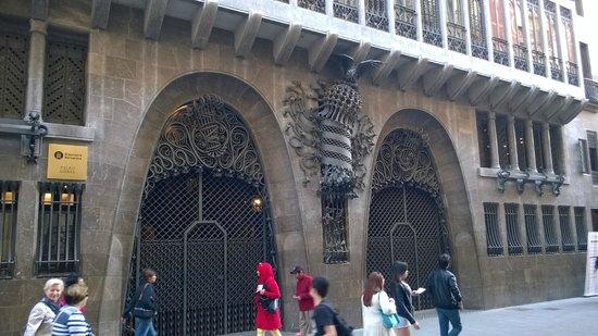 Palais Güell : ingresso principale