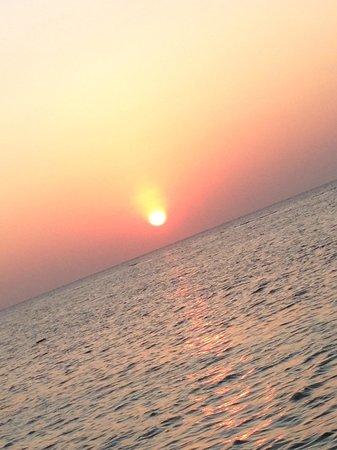 Kuredu Island Resort & Spa : Gorgeous Sunsets every day