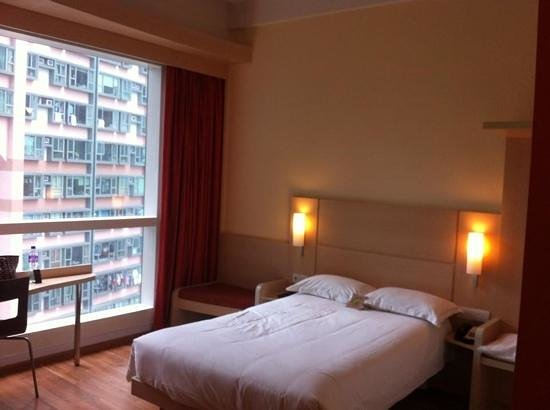 Ibis Hong Kong Central & Sheung Wan Hotel: spacious studio room
