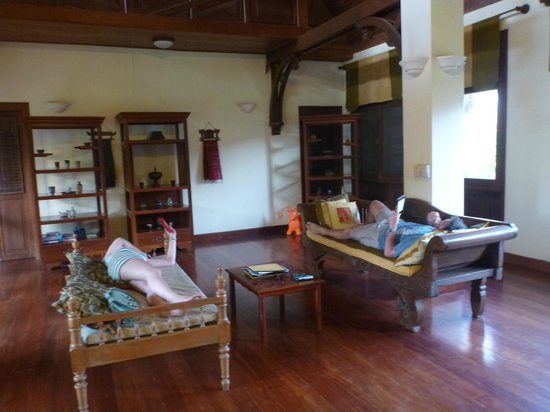 The Pool and Palm Villa: Living area