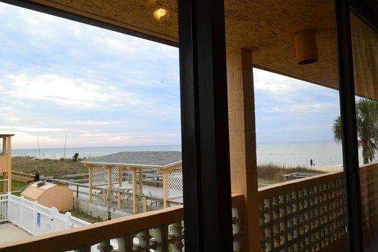 Buccaneer Inn: View of the beach
