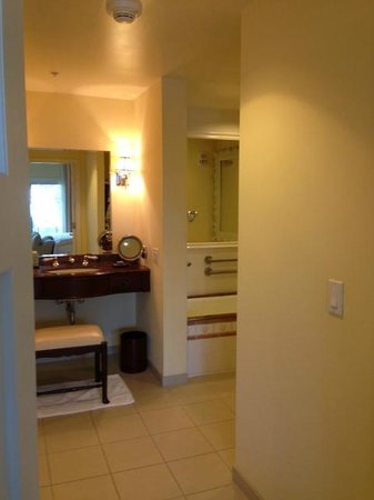 The Kahala Hotel & Resort: bathroom