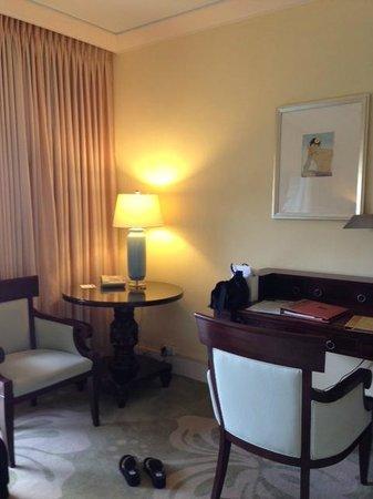 The Kahala Hotel & Resort: dolphin lanai room, second floor room