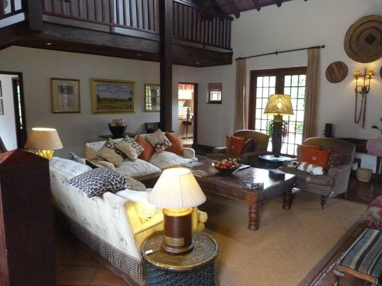 Jembisa Bush Home: Beautiful main room