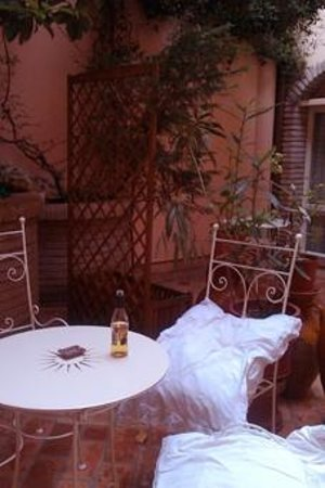 Mondo Antico Bed & Breakfast: patio/internal courtyard