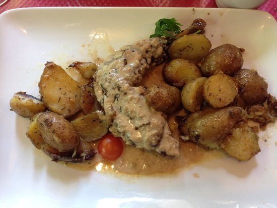 Tifinagh Restaurant: Guineafowl with rubbed new potatoes
