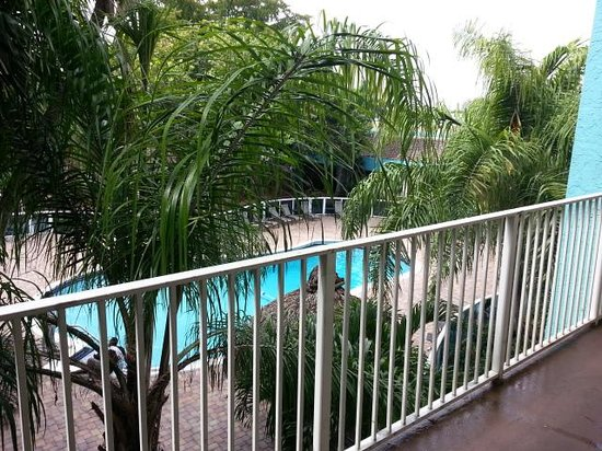 Econo Lodge Inn & Suites: Universal Palms Hotel