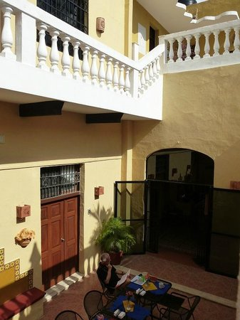 Hotel del Peregrino : Breakfast area and glimpse of rooms above
