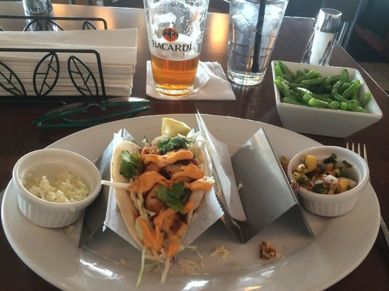 Jimmy's Island Grille: Fish tacos with sides of slaw and green beans.