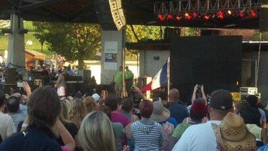 Iowa State Fairgrounds: Watching Boyz2Men at one of the many stages thoughout the Fair