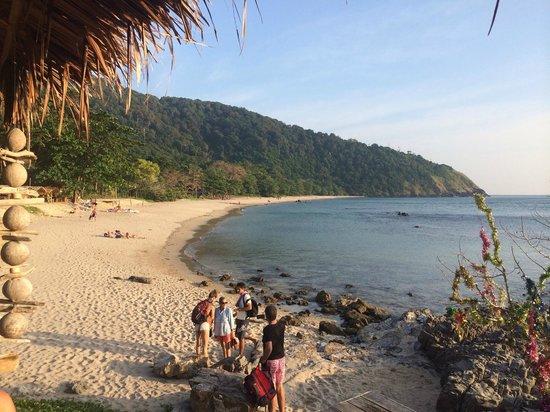 Baan Phu Lae: View of the beach
